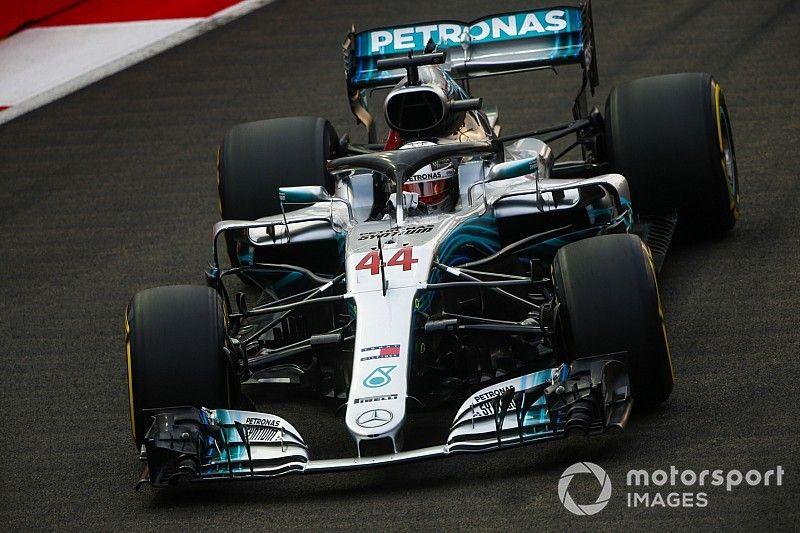 Hamilton re nella notte di Singapore: la Ferrari resta al... buio con Vettel terzo