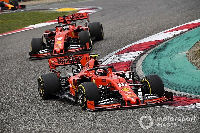 Berger: Ferrari robi błąd faworyzując Vettela