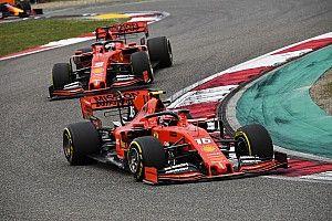 Vettelt és Leclerc-t megbüntették, csak győzzék állni a 95 ezres számlát