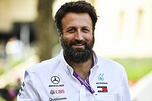 Из Mercedes уволился фотограф. Он недоволен поведением Хэмилтона