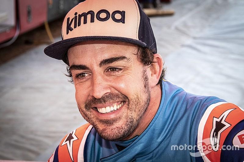 Alonso Bahreinben tesztel a Pirellinek a McLarennel