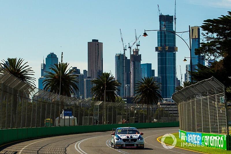 На самом деле, в Мельбурне прошли свободные заезды и даже квалификация. В серии Supercars