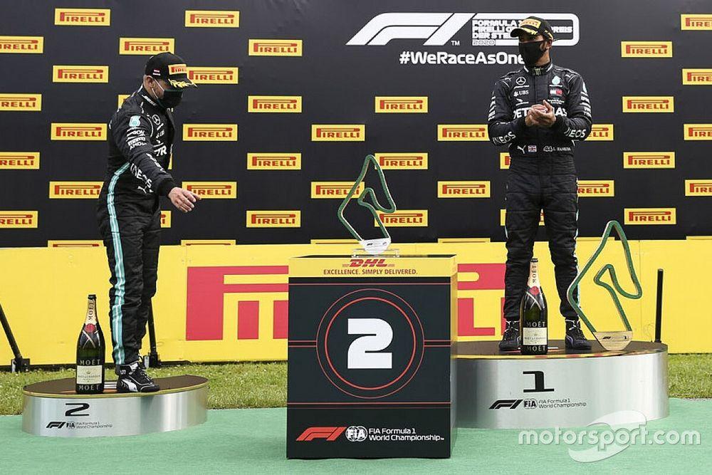 """VIDEO: Hamilton califica de """"extraños"""" los robots del podio en Estiria"""