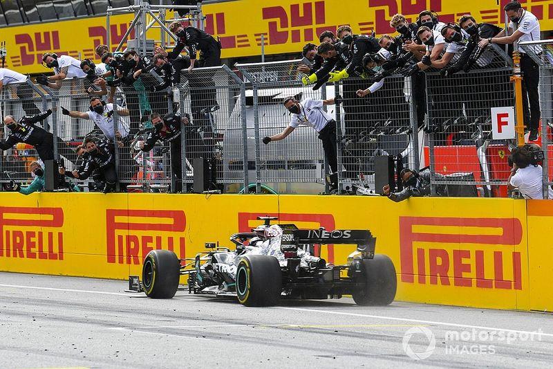 Hamilton domineert GP van Stiermarken, Verstappen derde