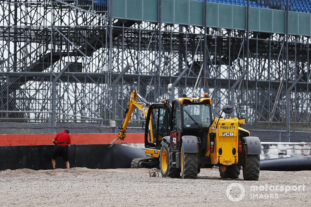 Silverstone installs extra barriers after Kvyat crash