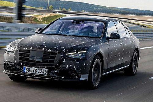 Novo Mercedes Classe S 2021 mostra suspensão adaptativa e esterçamento traseiro