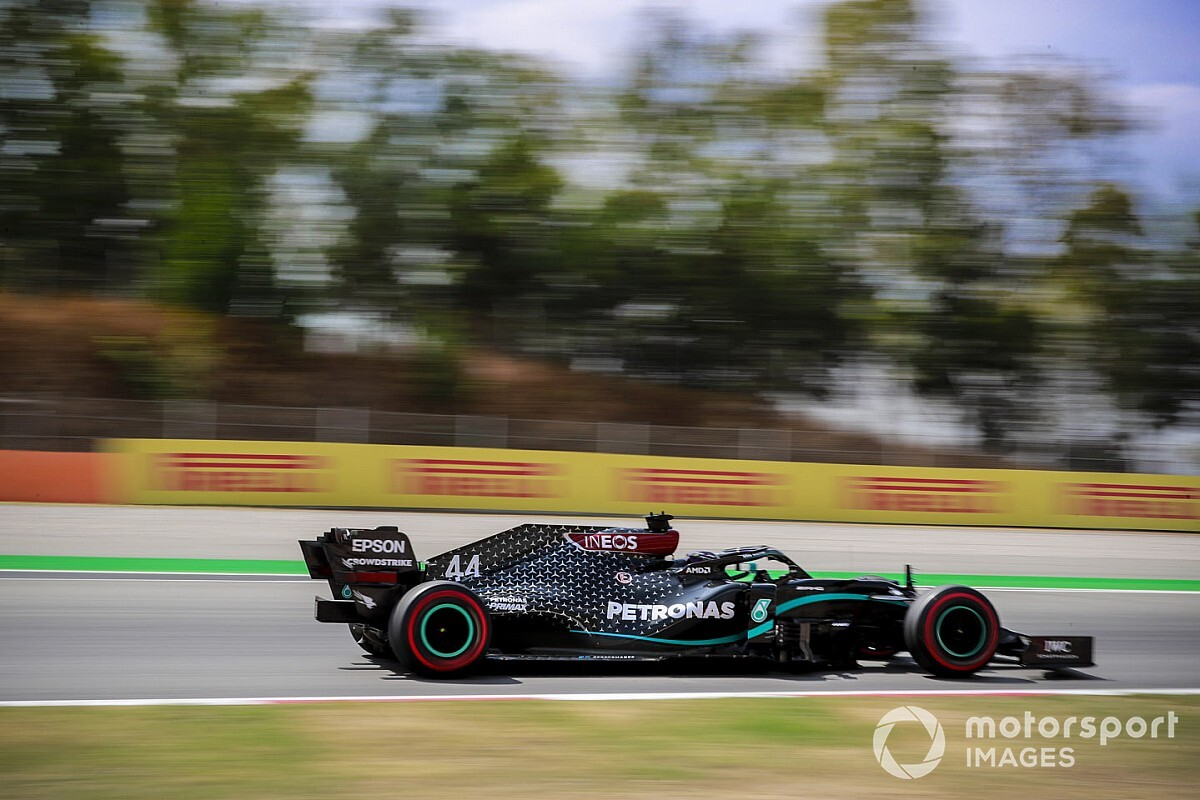 """Killer"" Spanish heat tough on tyres, says Hamilton"