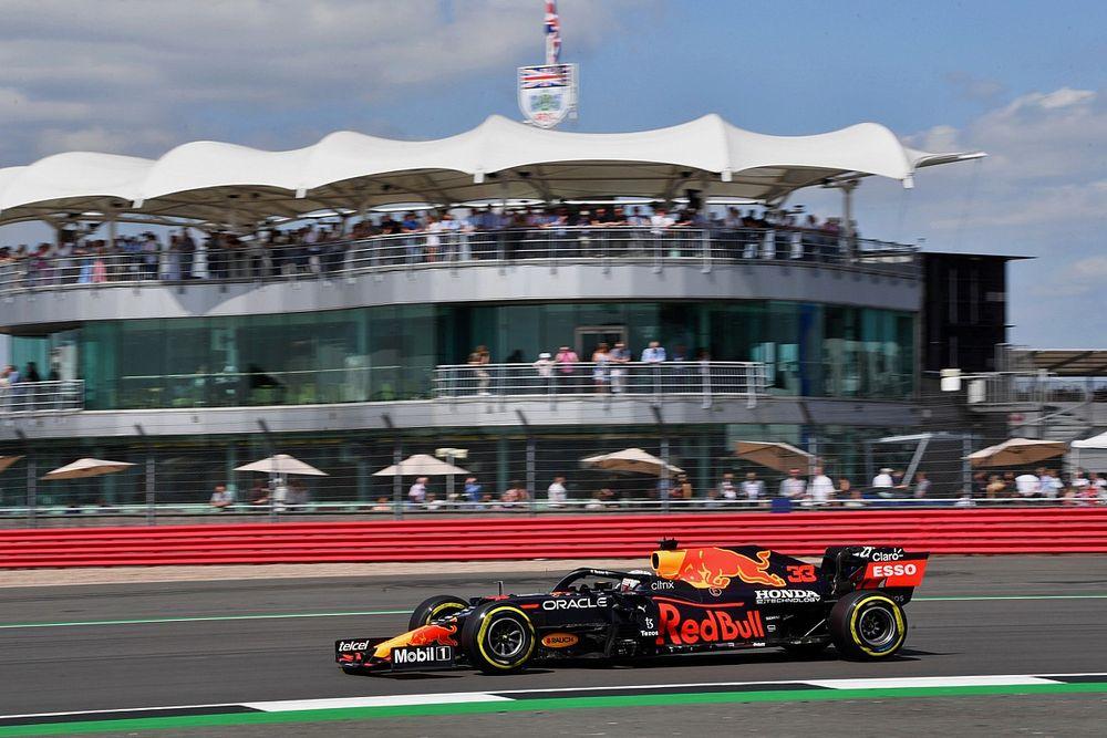 Verstappen aproveita largada ruim de Hamilton, vence a primeira sprint da F1 e fica com a pole do GP da Grã-Bretanha