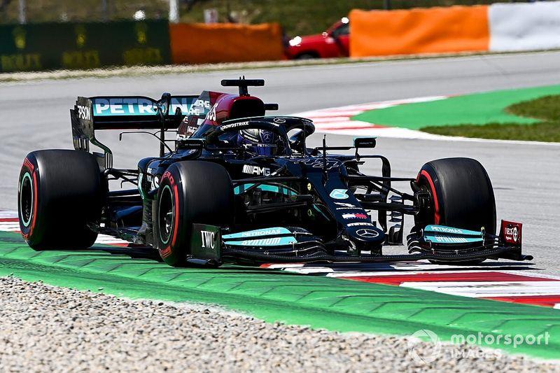 Mercedes, İspanya GP startında pozisyon kaybetmemek için yumuşak lastikleri tercih etmiş
