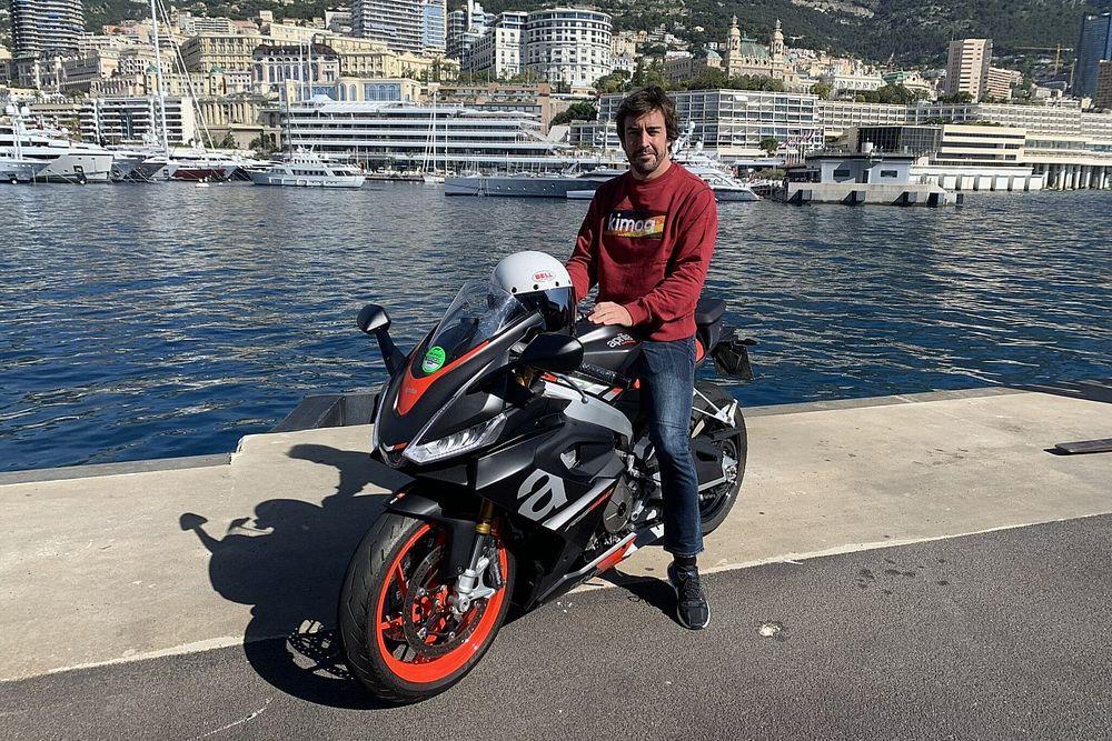 Alonso se planta en Mónaco con una espectacular Aprilia de superbikes