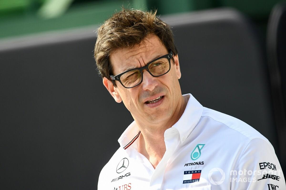 Wolff mégis marad a Mercedesnél csapatfőnökként? – cáfolat érkezett a német médiából