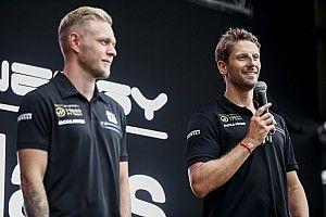 A Haas nem kísérletezik tovább, mindkét autó az új csomaggal folytatja