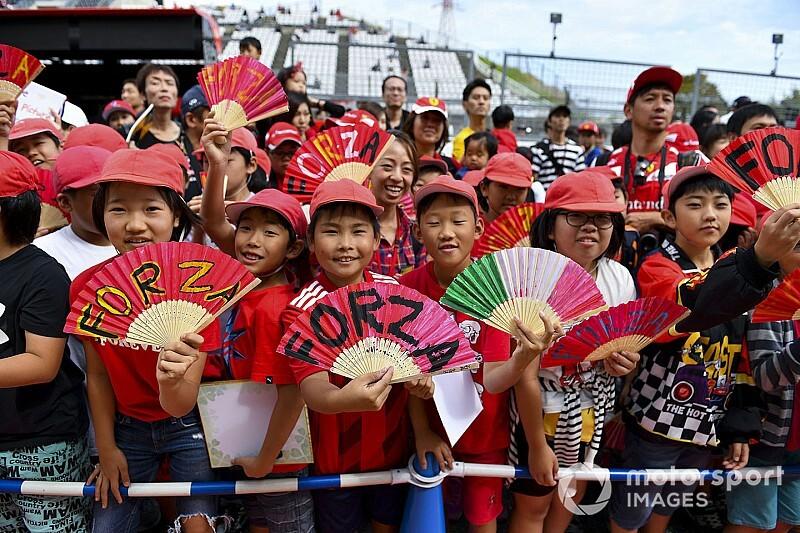 Kalapok mindenhol – kitettek magukért a japán szurkolók! (videó)