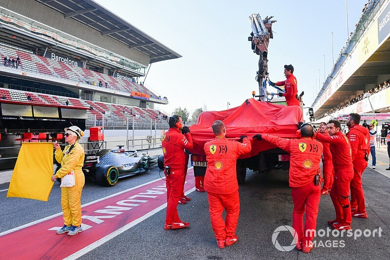 Képek az F1-es tesztről Barcelonából: leállt a Ferrari