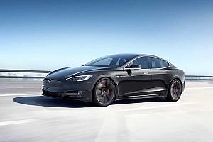 Pofon a riválisoknak: megnövelte a Tesla a Model S és a Model X hatótávját