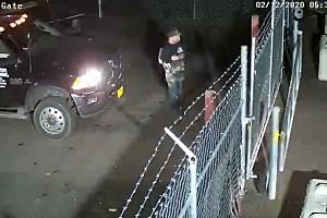 Videó: Ellopott egy autót a telephelyről, majd elgázolta az arra járó alkalmazottat