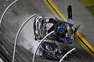 NASCAR: Newman sofre grave acidente na Daytona 500; Hamlin vence