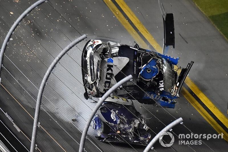 VÍDEO: Newman sofre grave acidente na Daytona 500; Hamlin vence