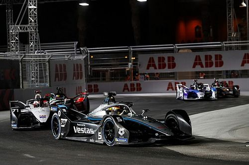 Rowland, Mercedes'in Formula E'yi F1'deki gibi domine etmemesini umuyor