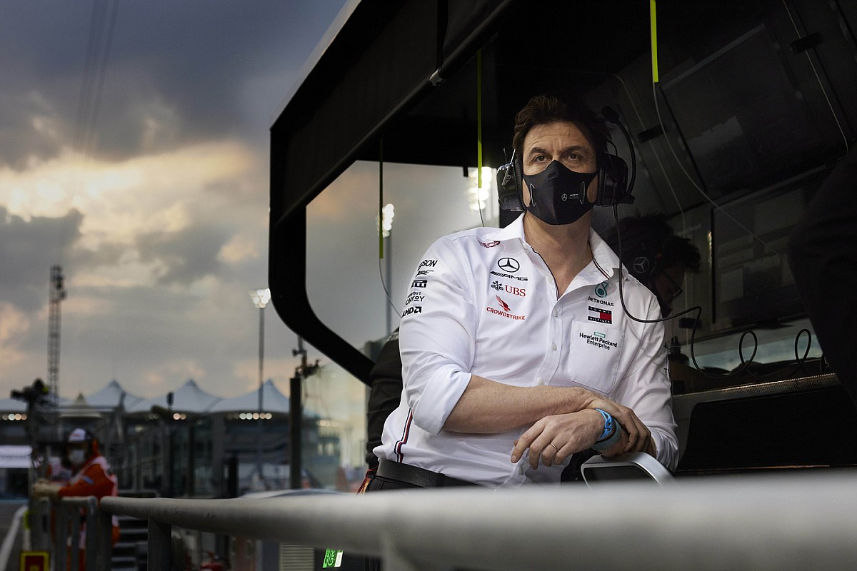 沃尔夫未来三年继续执掌梅赛德斯,车队迎接新股东