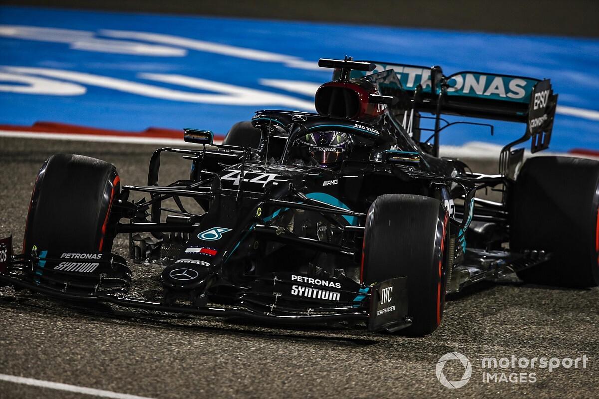 """Hamilton: """"Mercedes W11 tam anlamıyla bir sanat eseri"""""""