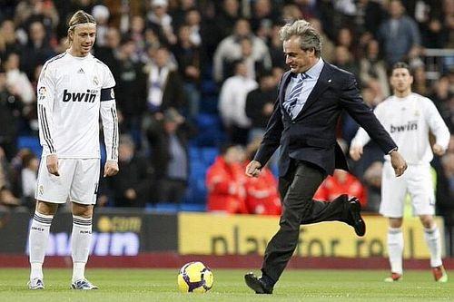 Sainz Dinobatkan sebagai Anggota Kehormatan Real Madrid