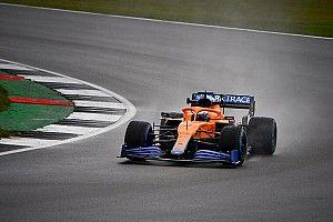 La McLaren MCL35M en piste à Silverstone