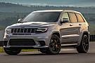 Una caravana de coches de juguete logra remolcar a un Jeep Grand Cherokee