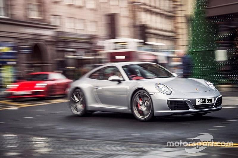 Les démineurs font exploser une Porsche mal garée à Paris