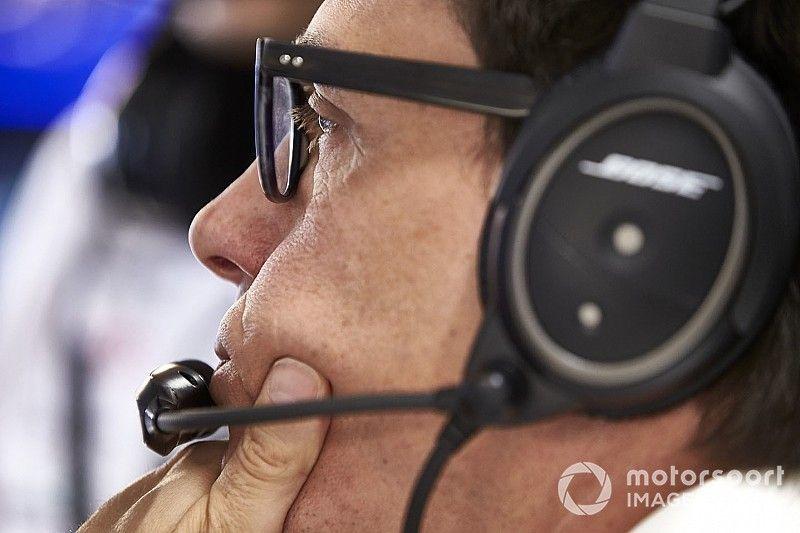 «Проблем с перегревом нет, но Ferrari быстра в поворотах». Вольф об итогах тренировок в Хоккенхайме