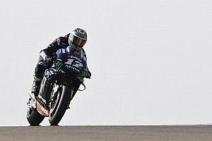 Viñales voor Rossi in tweede training, onschuldige crash Marquez
