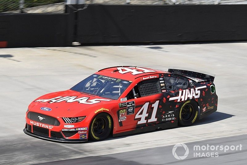 'Amazing' pit call helps Suarez move into playoff contention