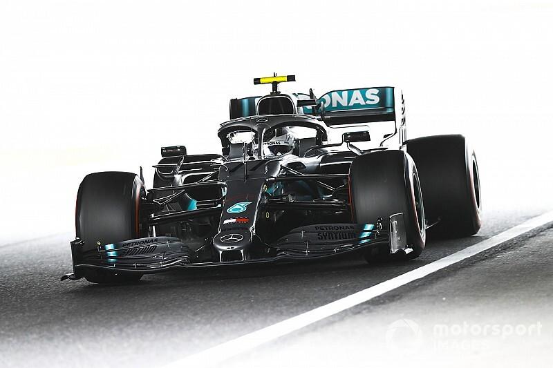 Боттас стал быстрейшим в первой тренировке Гран При Японии