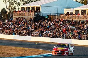 Ipswich Supercars: McLaughlin holds off van Gisbergen charge
