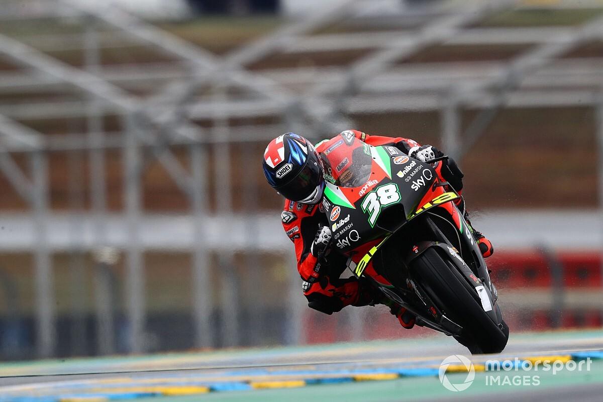 Smith verrassend snelste in natte eerste training Franse GP