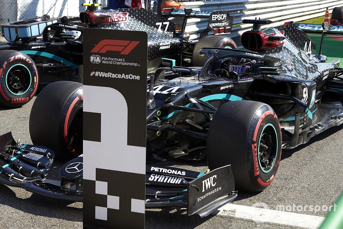 """Hamilton: """"Mercedes'te kalmak istiyorum"""""""