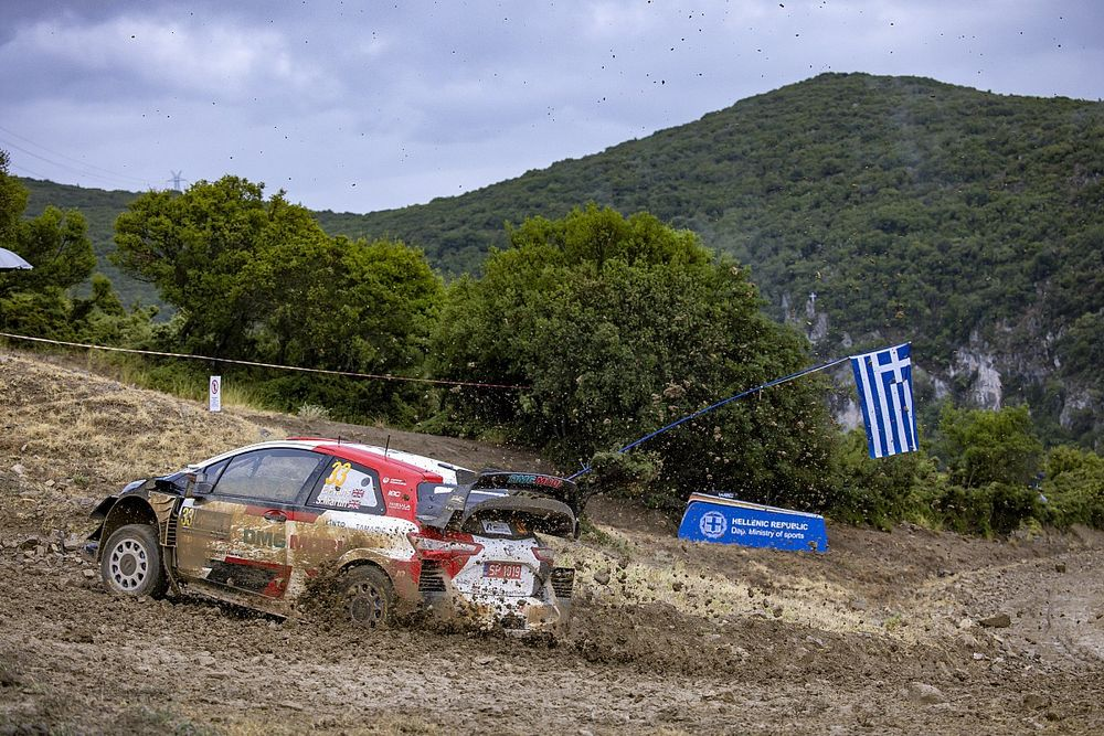 WRC, Rally Acropoli, PS3: Rovanpera leader. Evans, cambio KO