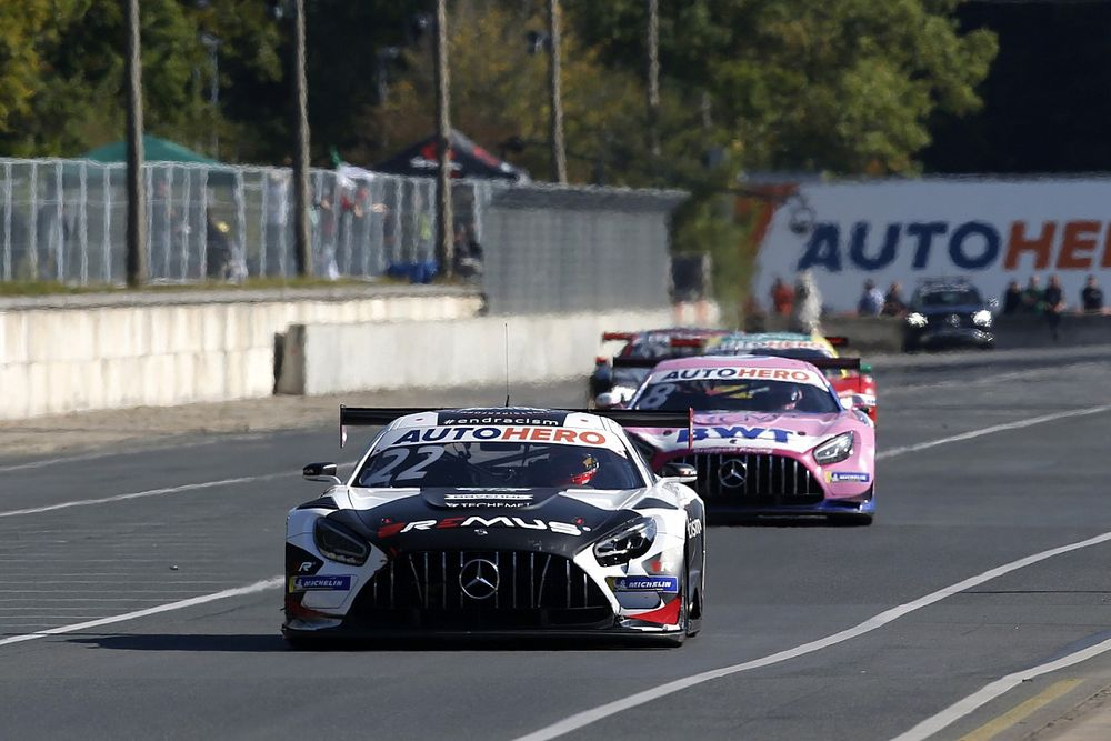 Mercedes defends team orders call in DTM title decider