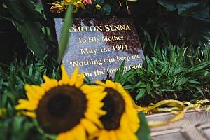 En el cementerio de Morumbi, Sao Paulo, Ayrton Senna está... vivo