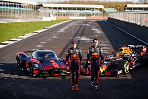"VIDEO: Verstappen test Aston Martin Valkyrie: ""Geschifte wagen"""