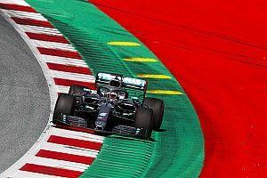 """Hamilton: """"Con queste vetture è cresciuta la velocità di percorrenza nelle curve"""""""