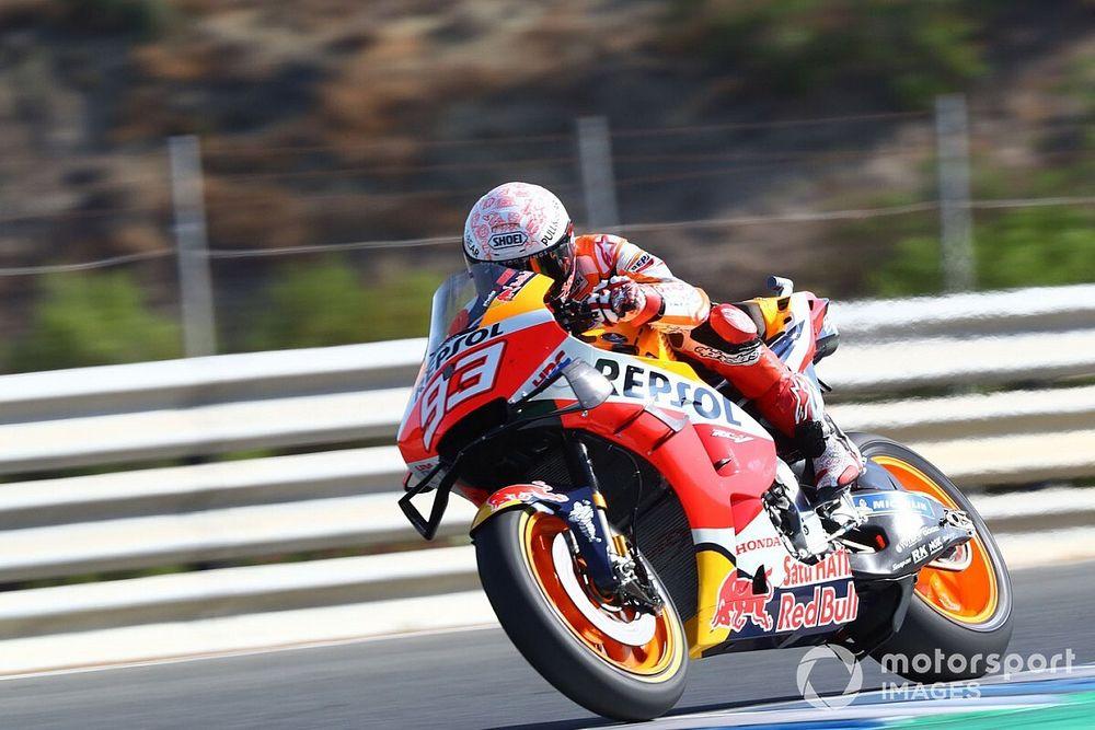 Marquez breekt bovenarm bij crash in Jerez