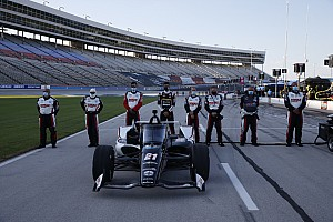 Video: Van Kalmthout crasht in eerste IndyCar-training Texas