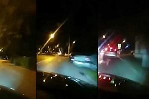 Élőben közvetítette, ahogy belerohan egy szabályosan várakozó autóba egy román sofőr