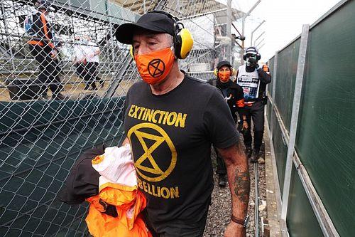 Экологических активистов задержали за акцию на «Сильверстоуне» по ходу гонки Формулы 1