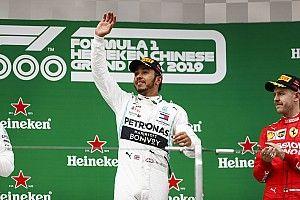 Hamilton wint duizendste F1-race, Verstappen vierde in China