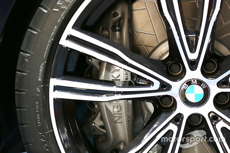 BMW M850i Night Sky: a sorprendere non sono le polveri di meteorite, ma l'inedita pinza freno