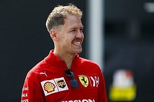 Ferrari: Az 50-50 százalékos helyzetekben Vettelt fogjuk favorizálni