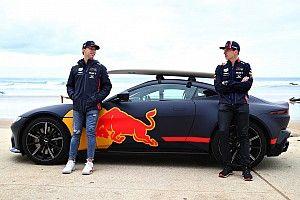 GALERÍA: los pilotos de Red Bull van al Surf