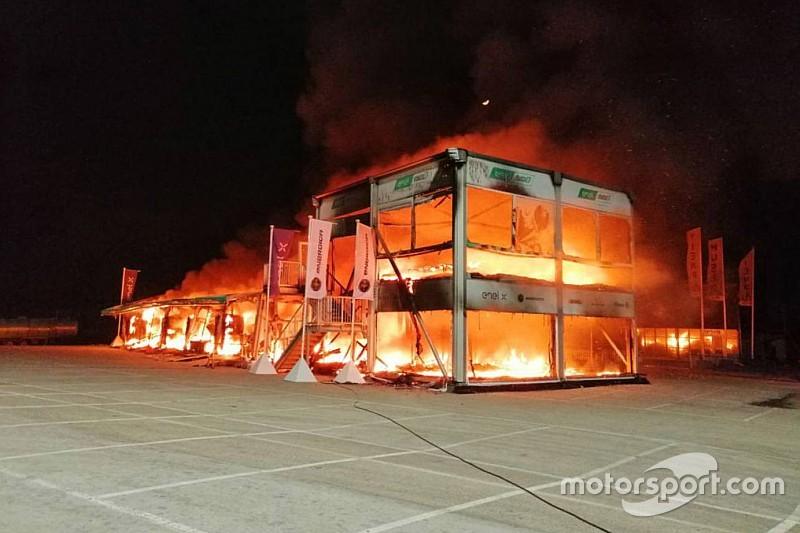 Paura a Jerez: a fuoco il box della MotoE con tutte le moto al suo interno!